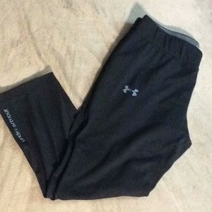 Under armor fitted heat gear cropped leggings